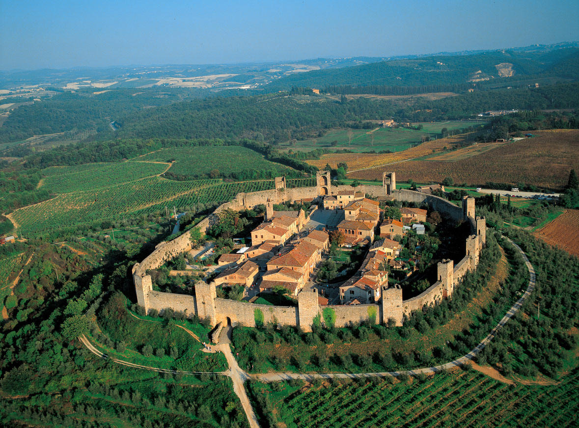Monteriggioni italy tuscany castle things to do visit Toscana house